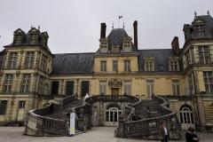 chateau-de-Fontainebleau-marcheurs